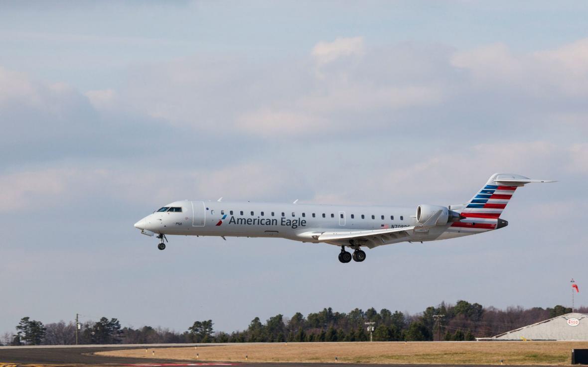 واکنش خطوط هوایی نسبت به افزایش دما در حالی که این صنعت تاثیرات تغییر آب و هوایی را احساس می کند
