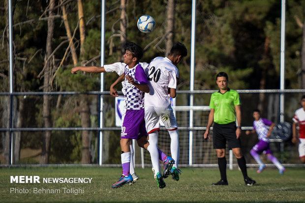 مسابقه فوتبال بچه ها محلات کم برخوردار و پیشکسوتان فوتبال