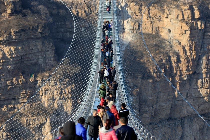 پل هونگیاگو؛ طولانی ترین پل شیشه ای دنیا در چین