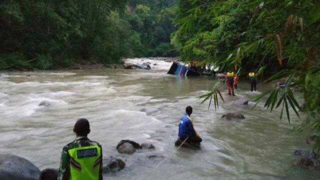 25 کشته در سقوط اتوبوس مسافربری در اندونزی