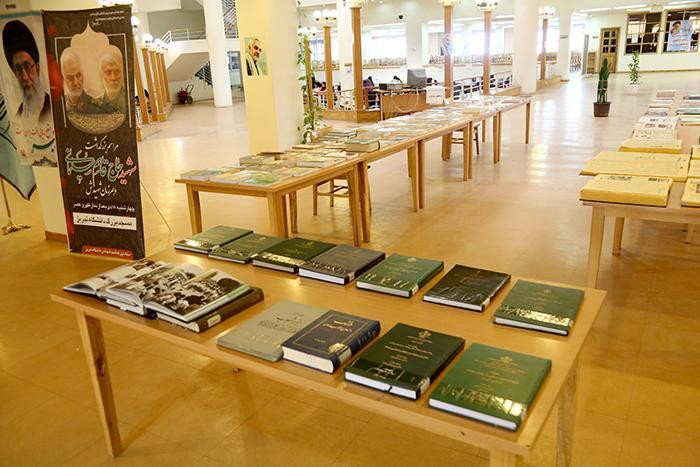 نمایشگاه کتاب به مناسبت دهه فجر در دانشگاه تبریز گشایش یافت