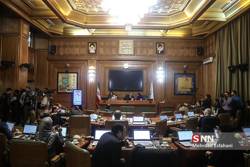 غیبت 8 نفر و تأخیر یک ساعته در برگزاری جلسه شورای شهر