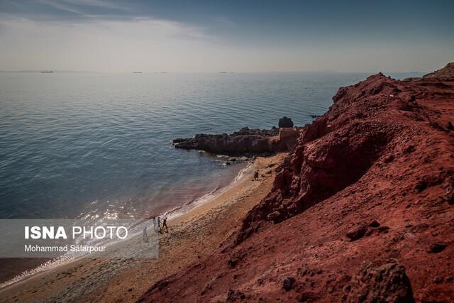 خلیج فارس متلاطم می گردد
