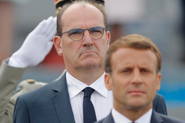 نخست وزیر فرانسه از ماکرون محبوب تر است