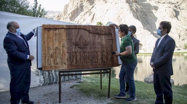 ساخت کتیبه بیستون اقدامی نوآورانه و خلاقانه برای معرفی میراث کهن کرمانشاه است