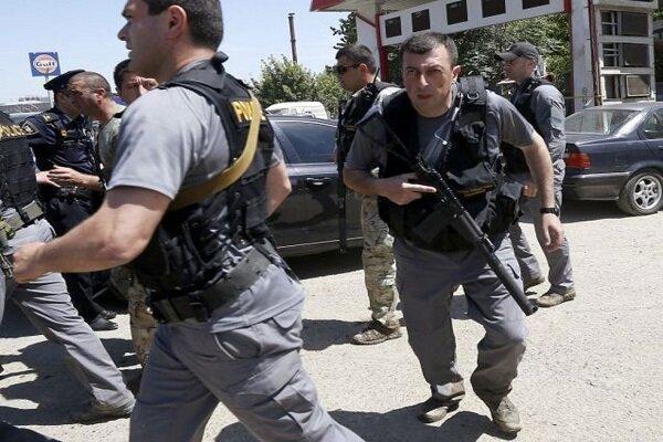 گروگانگیری در پایتخت گرجستان، شروع مذاکره پلیس با مردان مسلح