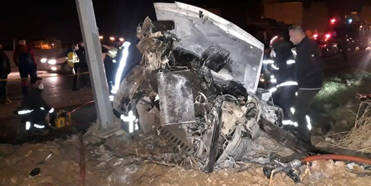 حادثه برخورد خودرو زانتیا با تیر برق دو نفر را به کام مرگ کشاند