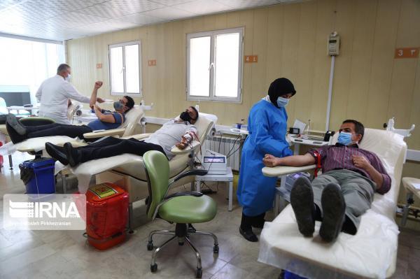 خبرنگاران دعوت از مردم برای اهدای خون در روزهای سرد کرونایی
