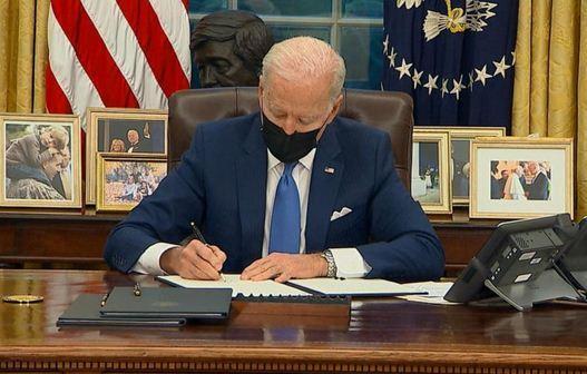 بایدن دستور الحاق خانواده های مهاجر را امضا کرد