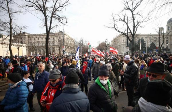 کرونا؛ تظاهرات مردان سیاه پوش در دانمارک، بازداشت صدها نفر در بلژیک و مجارستان، ممنوعیت تجمع در اتریش