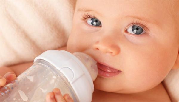 آیا دادن آب قند به نوزاد صحیح است؟