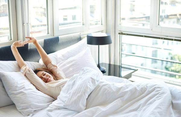 3 روش مراقبتی ساده برای اینکه هرروز صبح، زیبا از خواب بیدار شوید