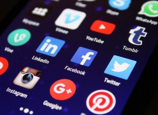 شبکه های اجتماعی، ابزار تفریح یا بنگاه های تجاری؟